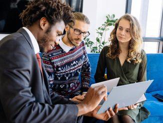 Empresas oferecem aos colaboradores educação e crédito financeiro durante a crise